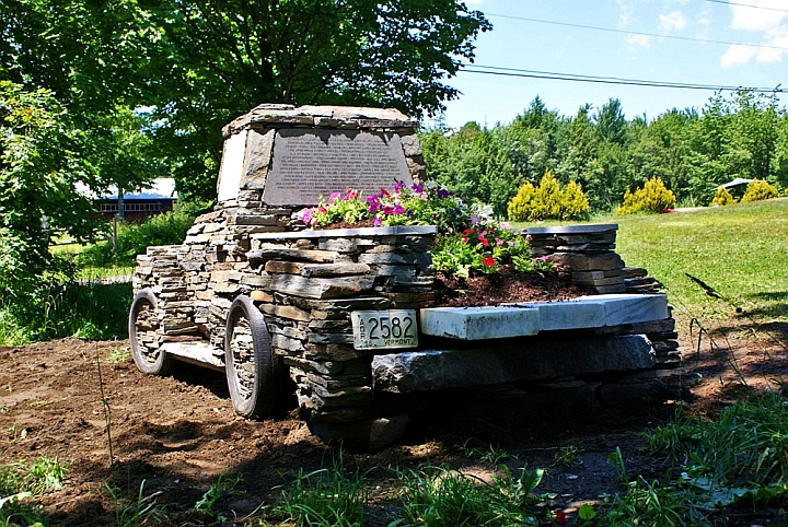 Камион от камък