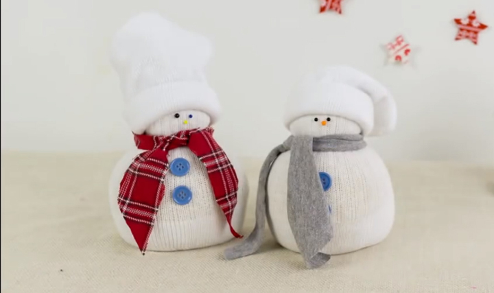 Make yourself a snowman for Christmas decoration