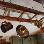 Нестандартна употреба на старата стълба в кухнята1