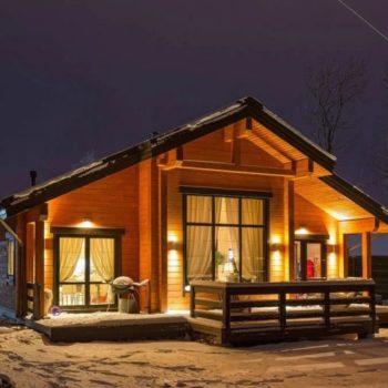 Пројекат лепе и модерне дрвене куће са поткровљем